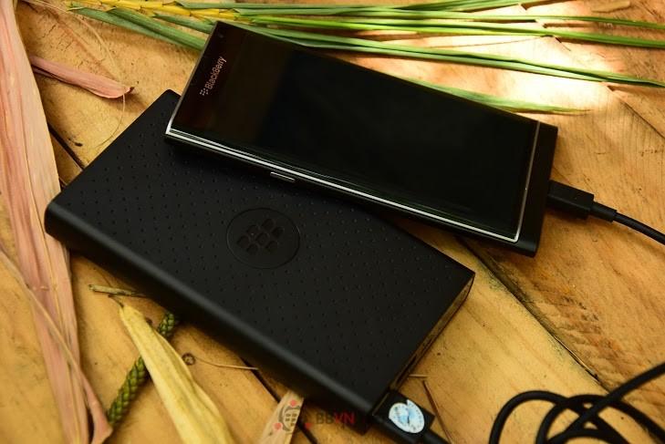 Pin sạc dự phòng BlackBerry MP-12600 High Capacity Mobile Charger chính hãng có thiết kế cực kỳ phong cách, mạnh mẽ và tiện dụng